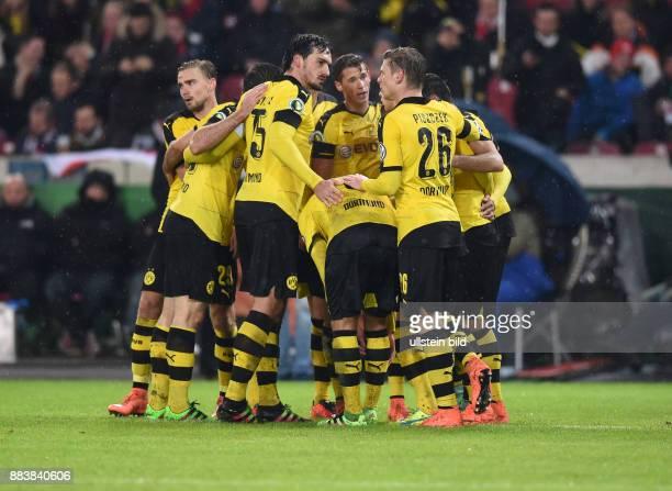 VfB Stuttgart - Borussia Dortmund Torjubel nach dem 1:2: Marcel Schmelzer, Mats Hummels, Marco Reus, Erik Durm und Lukasz Piszczek