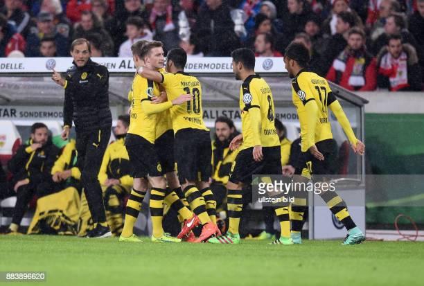 FUSSBALL VfB Stuttgart Borussia Dortmund Trainer Thomas Tuchel gibt bereits wieder Anweisungen waehrend Marco Reus Henrikh Mkhitaryan Ilkay Guendogan...