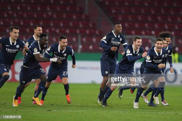 VfL Bochum players celebrate after a missed penalty for 1. FSV Mainz 05 in the shootout during the DFB Cup second round match between 1. FSV Mainz 05...