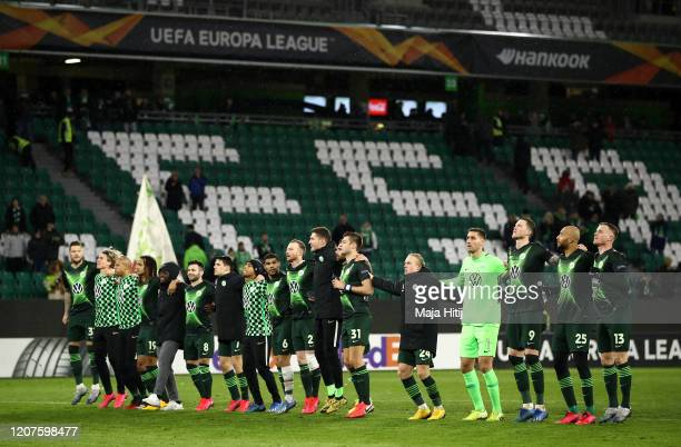 Vfl Wolfsburg players acknowledge the fans after the UEFA Europa League round of 32 first leg match between VfL Wolfsburg and Malmo FF at Volkswagen...