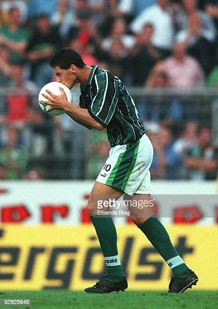 1 BUNDESLIGA 99/00 VfL WOLFSBURG WERDER BREMEN 2 7 Claudio PIZARRO/Werder Jubel nach dem Treffer zum 26