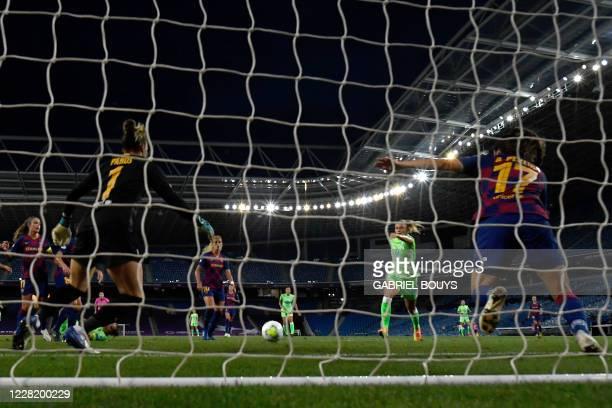 VfL Wolfsburg's Swedish midfielder Fridolina Rolfo prepares to shoot and score a goal during the UEFA Women's Champions League semi-final football...
