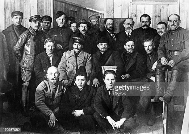 Vi lenin mi kalinin iv stalin in a group of delegates of the 8th meeting of the bolshevik communist party in moscow march 1919