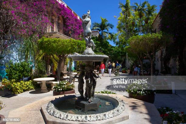 Via Amore in Worth Avenue Worth Avenue in Palm Beach is one of the premier upscale shopping streets in the world Distinguishing Worth Avenue are...