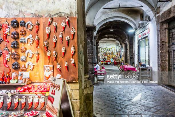 via dei tribunali, souvenir shop under the arcades of palazzo filippo d'angiò - horseshoe magnet stock pictures, royalty-free photos & images