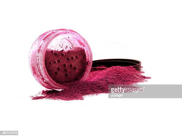 Vibrant red mineral make-up