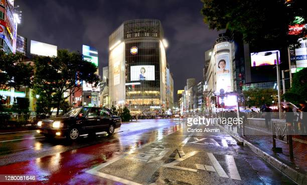 vibrant shibuya district in tokyo, japan, at night. the worldwide famous intersection of avenues, where is located the world's busiest crosswalk - carlos alkmin stock pictures, royalty-free photos & images