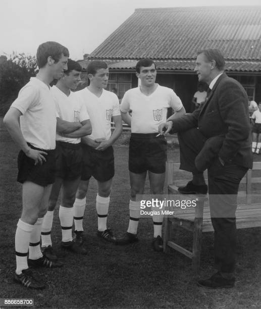 Vic Buckingham manager of Fulham FC talks to new Fulham players Hugh Cunningham Jimmy Conway Mike Pentecost and Turlough O'Connor during a training...