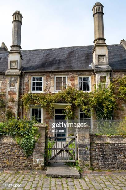 vicars close, wells, uk - stone house stock pictures, royalty-free photos & images
