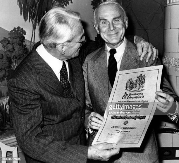 Vicco von Bülow better known as Loriot is appointed as 'Bruder Eulenspiegel' on the 21st of November in 1981 He received the certificate of...
