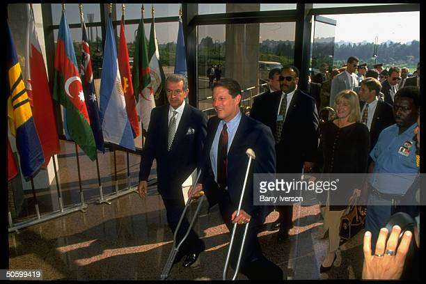 Vice president Al Gore with Tipper Gore arriving for the United Nations International Conference on Population Development on crutches after heel...