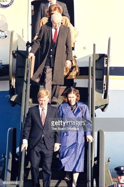 US Vice President Dan Quayle his wife Marilyn and UN Secretary General Javier Perez de Cuellar are seen on arrival at US Yokota Air Base on November...