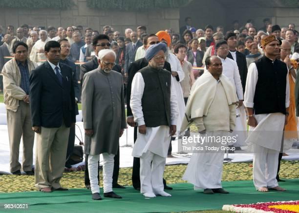Vice President Hamid Ansari Prime Minister Manmohan Singh Defence minister AK Antony MoS Pallam Raju pay tribute to Mahatma Gandhi on his 62nd death...