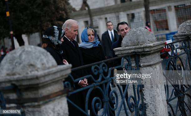 US Vice President Joe Biden flanked by his wife Jill his granddaughter Naomi Biden and soninlaw Howard Krein pays tribute on January 22 2016 in...