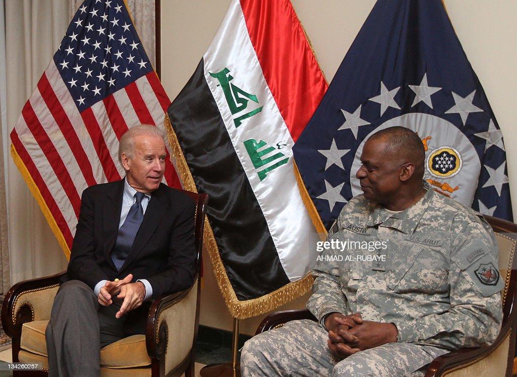 US Vice President Joe Biden (L) meets wi : News Photo