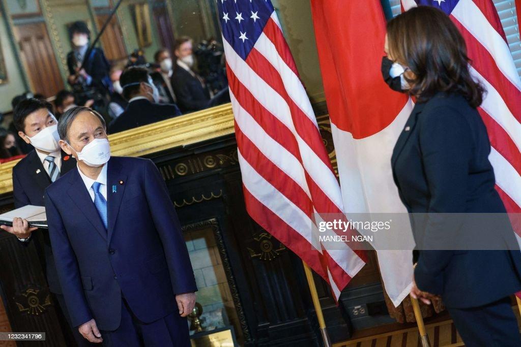 US-JAPAN-DIPLOMACY-HARRIS-SUGA : News Photo