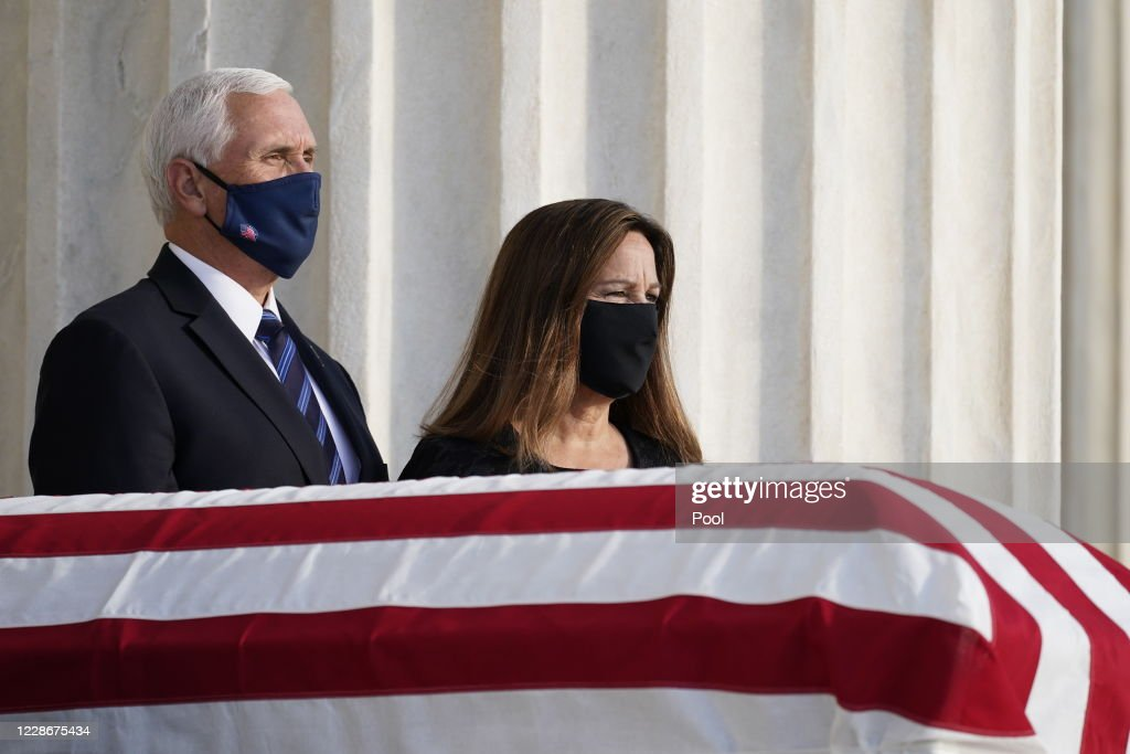 U S Vice President Mike Pence And His Wife Karen Pence Pay Their News Photo Getty Images
