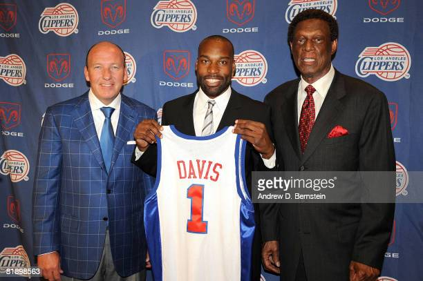 Vice President of Basketball Operations Elgin Baylor Head Coach Mike Dunleavy and Baron Davis of the Los Angeles Clippers pose for a photo during a...