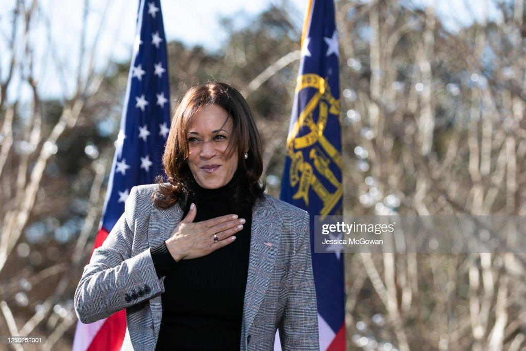 Vice President-Elect Kamala Harris Campaigns For Democratic GA Senate Candidates : Nieuwsfoto's