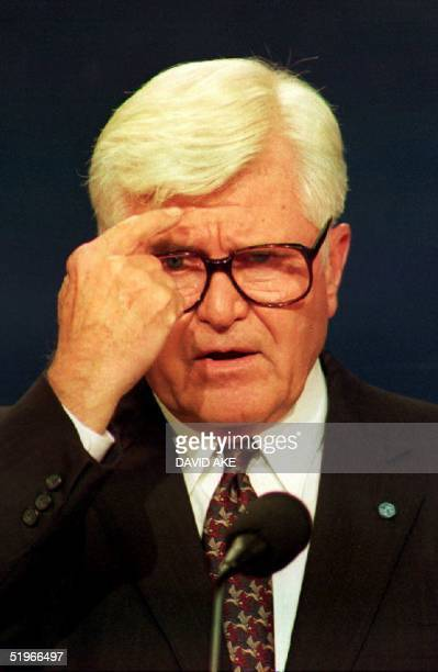 Vice presidential candidate James Stockdale an independent candidate speaks during the debate at Georgia Tech 13 October 1992 in Atlanta GA Stockdale...