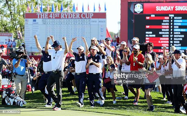 Vicecaptain Bubba Watson JB Holmes Jordan Spieth and Jimmy Walker of the United States celebrate on the 18th green after winning the Ryder Cup during...
