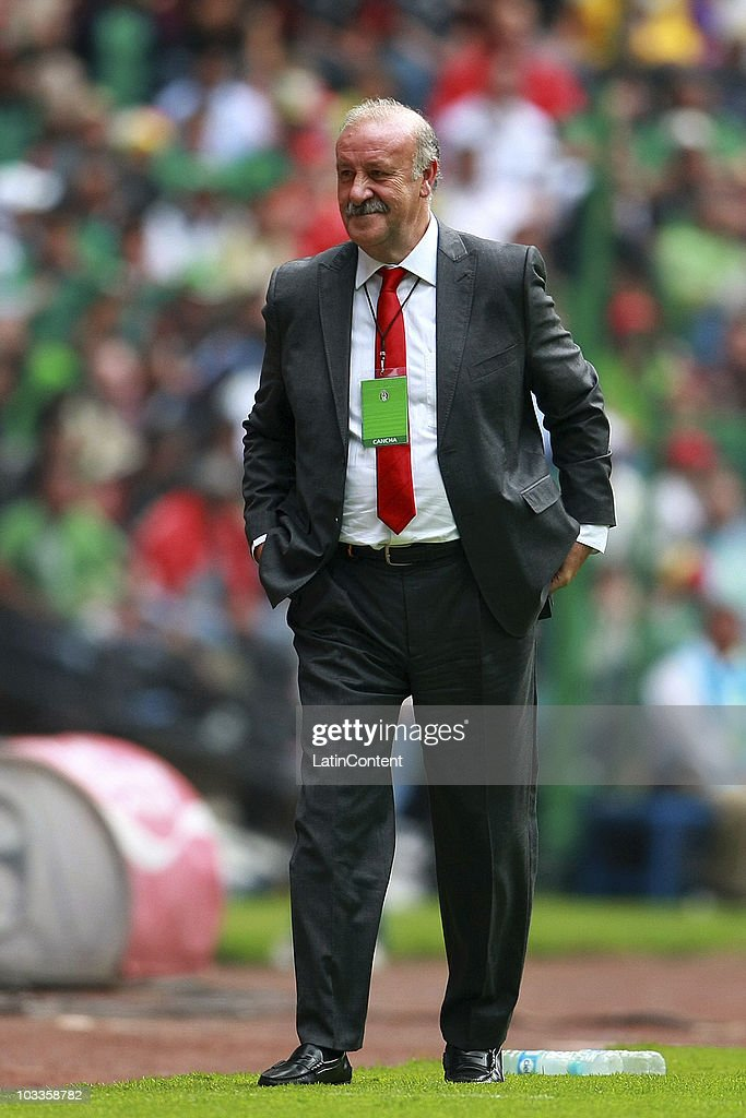 Vicente del Bosque, coach of Spain, observes during an International Friendly Match against Mexico at Azteca stadium on August 11, 2010 in Mexico City.