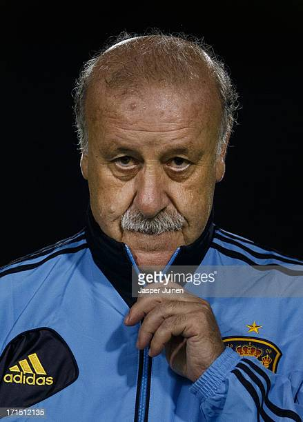 Vicente Del Bosque head coach of Spain holds the zipper of his jacket as he walks off the pitch at the end of a training session ahead of their FIFA...