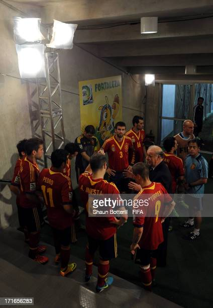 Vicente del Bosque the Spain Head Coach speaks to his players at halftime during the FIFA Confederations Cup Brazil 2013 Semi Final match between...