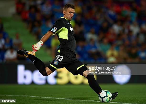 Vicente Guaita of Getafe in action during the La Liga match between Getafe and Sevilla at Coliseum Alfonso Perez on August 27 2017 in Getafe Spain