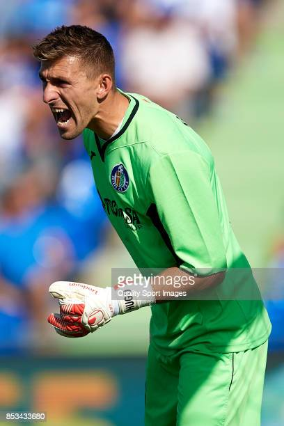 Vicente Guaita of Getafe reacts during the La Liga match between Getafe and Villarreal at Coliseum Alfonso Perez on September 24 2017 in Getafe Spain