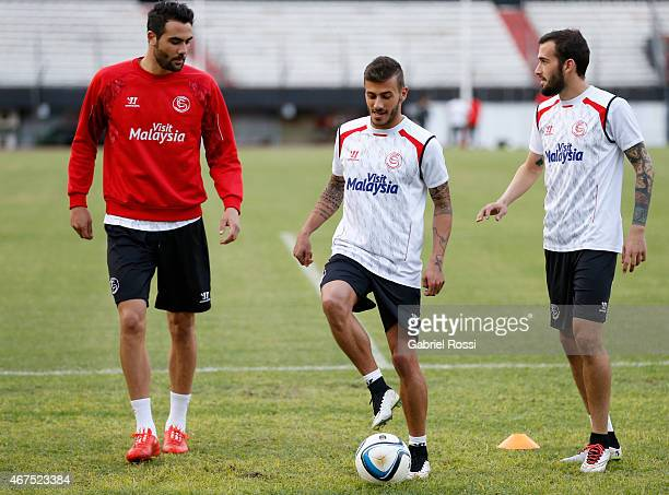 Vicente Iborra de la Fuente Diogo Figueiras and Aleix Vidal of Sevilla FC talk during a training session at Monumental Antonio Vespucio Liberti...