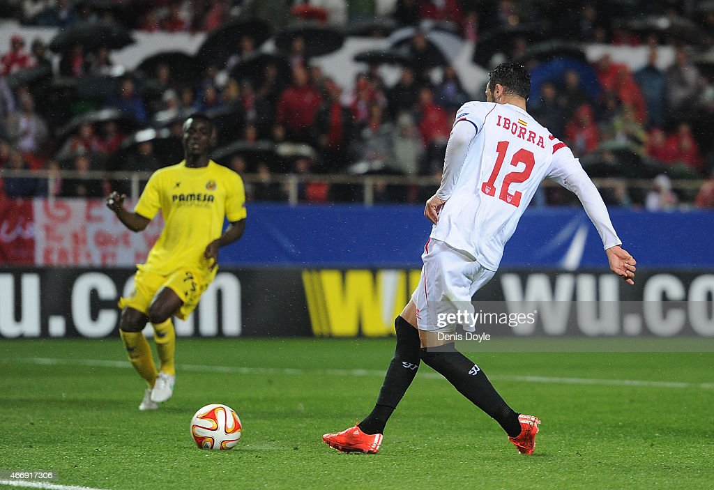 Vicente Iborra of FC Sevilla scores his team's opening goal during the UEFA Europa League Round of 16, Second Leg match between FC Sevilla and Villarreal CF at Estadio Ramon Sanchez Pizjuan on March 19, 2015 in Seville, Spain.