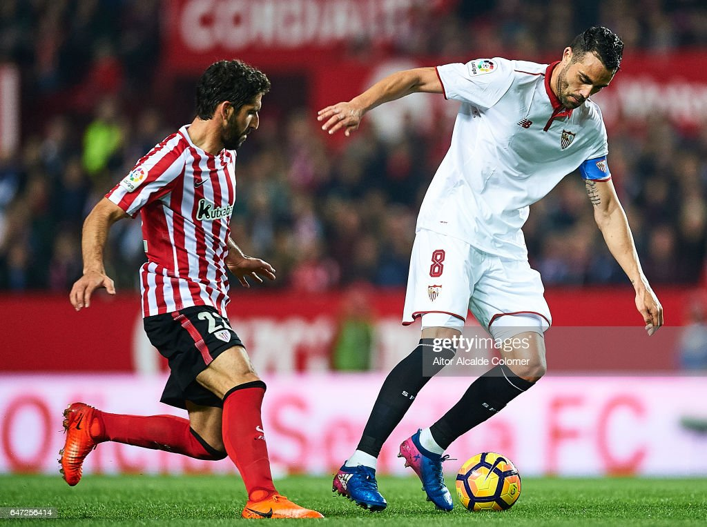 Vicente Iborra of Sevilla FC (R) being followed by Raul Garcia of Athletic Club (L) during the La Liga match between Sevilla FC and Athletic Club de Bilbao at Estadio Ramon Sanchez Pizjuan on March 02, 2017 in Seville, Spain.