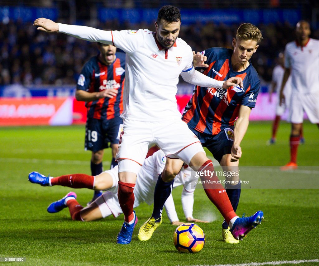 Vicente Iborra of Sevilla FC duels for the ball with Marcos Llorente of Deportivo Alaves during the La Liga match between Deportivo Alaves and Sevilla FC at Mendizorroza stadium on March 6, 2017 in Vitoria-Gasteiz, Spain.