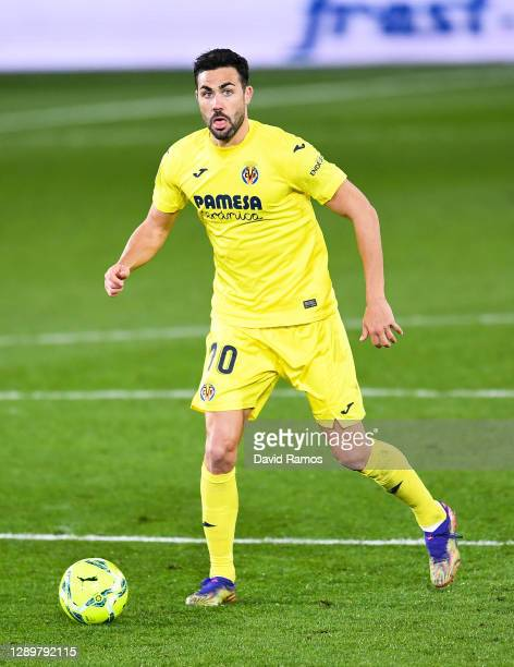 Vicente Iborra of Villarreal CF runs with the ball during the La Liga Santander match between Villarreal CF and Elche CF at Estadio de la Ceramica on...