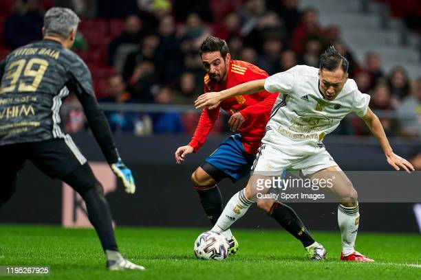 Vicente of Spanish National Team Legends battle for the ball with Wuxi of Goldstandard during a frienly match at Wanda Metropolitano on December 21...