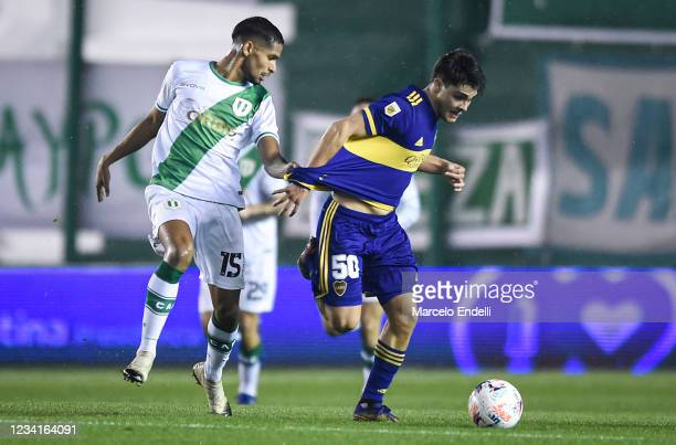 Vicente Taborda of Boca Juniors fights for the ball with Lautaro Rios of Banfield during a match between Banfield and Boca Juniors as part of Torneo...