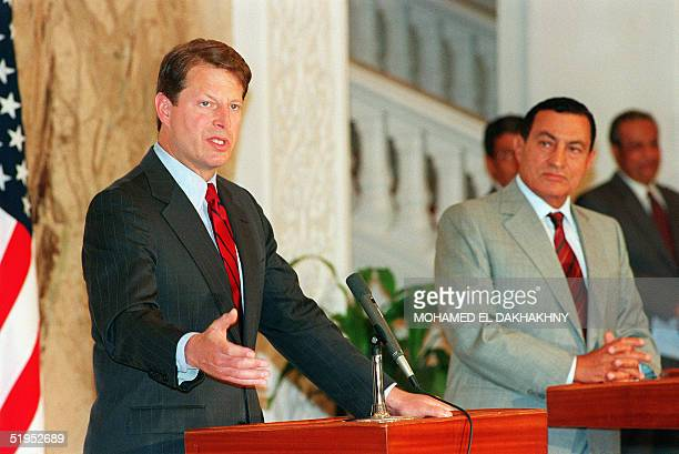 VicePresident Al Gore and Egyptian President Hosni Mubarak speak to reporters in a joint press conference 06 September 1994 at the World Population...