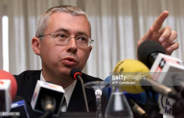 VicePresident of the Russian media group MediaMOST Igor Malashenko speaks to the press 13 December 2000 in Madrid following yesterday's arrest of...