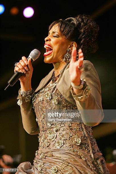 Vickie winans stock photos and pictures getty images for Chicago house music songs