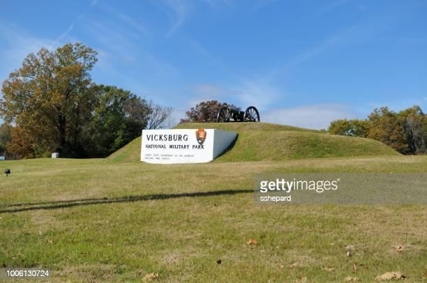 vicksburg national military park sign - vicksburg_national_military_park stock pictures, royalty-free photos & images