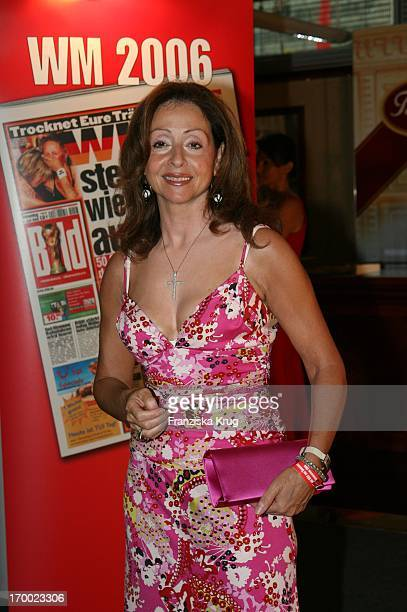 Vicky Leandros on screen during summer festival in the Axel Springer publishing house in Berlin 060706