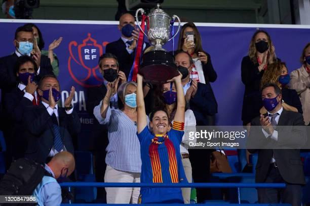 Vicky Losada of FC Barcelona with trophy during the Copa de la Reina Final match between Levante UD and FC Barcelona at Estadio Municipal de Butarque...