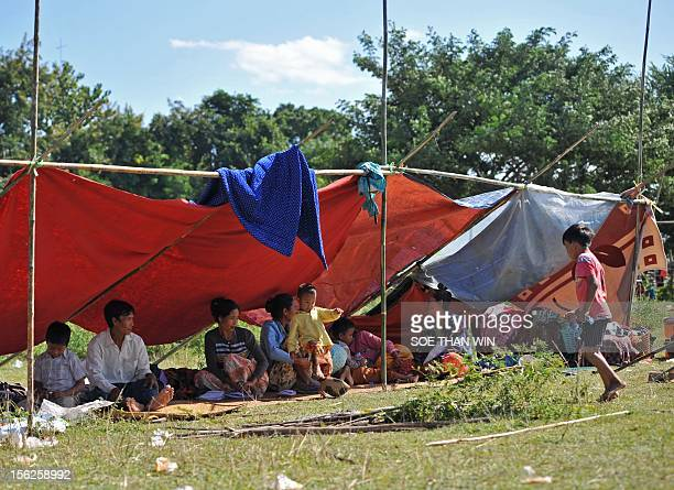 Victim of the recent earthquake rest in the shade at a temperory relief camp in Thabeik Kyin township Mandalay a division in central Myanmar on...