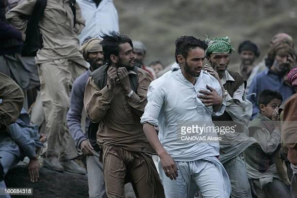 Victims Of The Earthquake In Pakistan Quatre semaines après le tremblement de terre qui a ravagé le Cachemire des villages coupés de tout ont enfin...