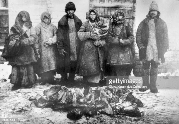 Victims of the famine in the Volga region of Russia 1921 The severity of the famine caused scattered outbreaks of cannibalism