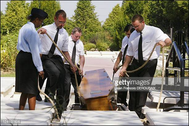 Victims of the heatwave In Thiais France On August 25 2003 Burial of a heatwave victim in the 5year free concession at Thiais cemetery Paris City...