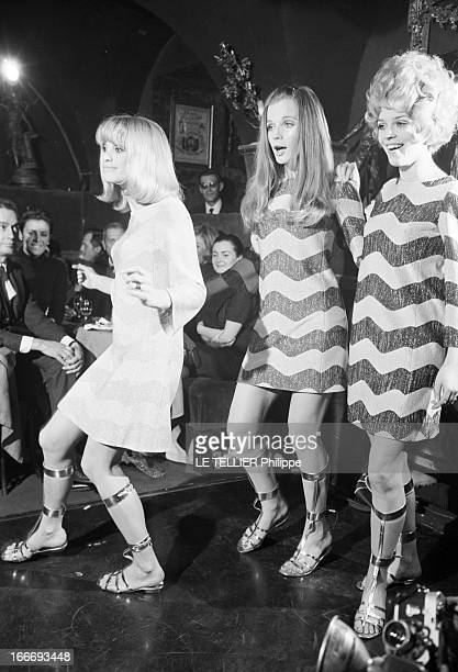 Victoire Collection Of ReadyToWear Presented At 'Castel' By Zouzou Le 19 janvier 1967 à Paris en France trois femmes mannequin dont une en robe...