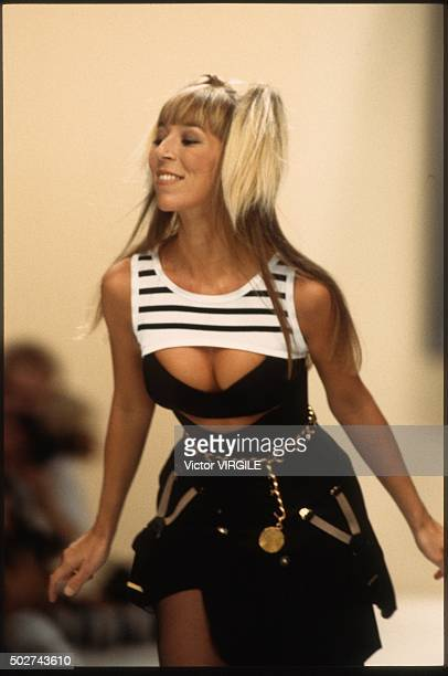 Victoire de Castellane walks the runway during the Chanel Ready to Wear show as part of Paris Fashion Week Spring/Summer 19941995 in October 1994 in...