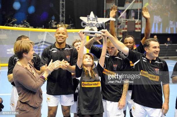 Victoire Equipe Noire - - Foot Concert 2009 - Evenement caritatif reunissant stars du football et de la chanson au profit de l association Huntington...